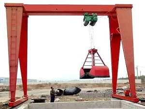 Single beam grab gantry crane